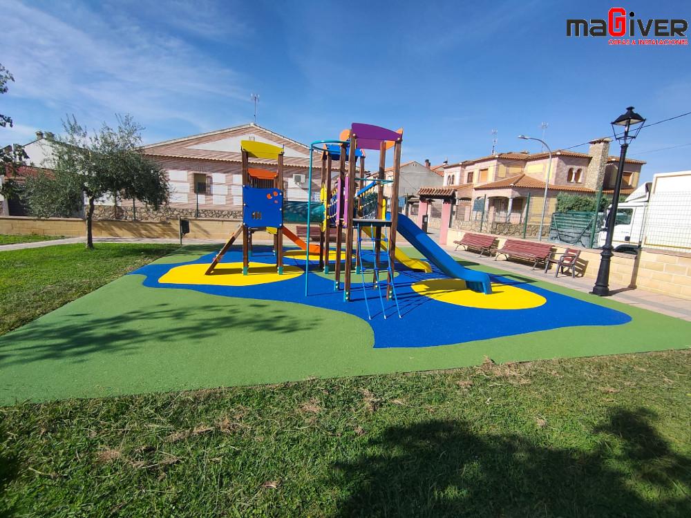 Parque infantil renovado por Magiver